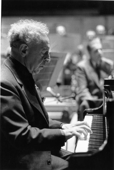 Erich Auerbach「Rubinstein At Piano」:写真・画像(2)[壁紙.com]