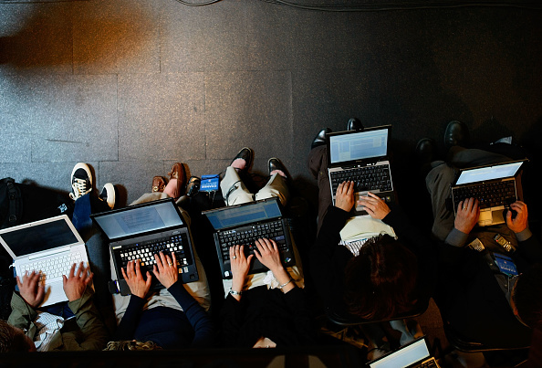 Laptop「Barack Obama Campaigns Across U.S. Ahead Of Primaries」:写真・画像(0)[壁紙.com]