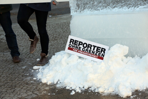 Ice Sculpture「Reporters Without Borders Protest At Russian Embassy」:写真・画像(18)[壁紙.com]