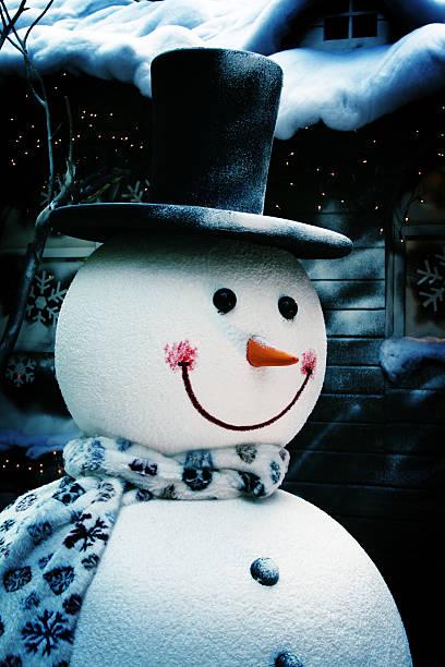 笑顔のスノーマンで着用シルクハットホテルの正面:スマホ壁紙(壁紙.com)
