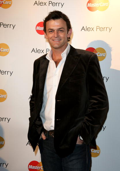 Adam Gilchrist「RSFF S/S 2008/09: Alex Perry Mastercard Charity Show - Arrivals & Catwalk」:写真・画像(15)[壁紙.com]