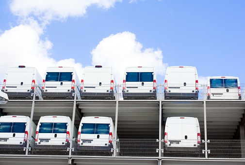 Car Dealership「White Transporter at dealership on two floors」:スマホ壁紙(3)