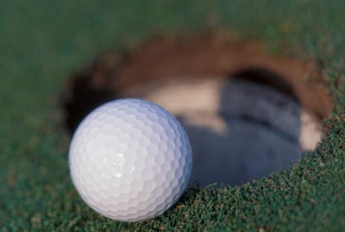 Putting - Golf「Golf ball entering hole」:スマホ壁紙(16)