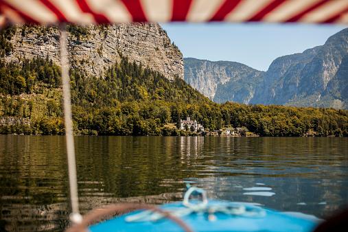Salzkammergut「Austria, Upper Austria, Lake Hallstein with Grub Castle」:スマホ壁紙(7)