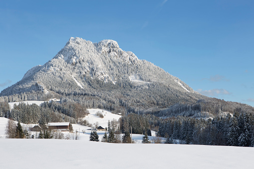 雪山「Austria, Upper Austria, , Salzkammergut, Fuschl am See, View to Schober mountain in winter」:スマホ壁紙(11)