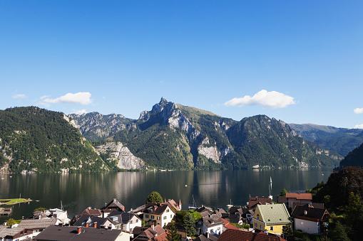 Salzkammergut「Austria, Upper Austria, Salzkammergut, Lake Traunsee with Traunkirchen」:スマホ壁紙(5)