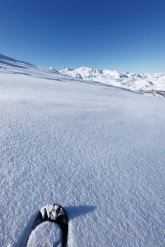 Dachstein Mountains「Austria, Upper Austria, Snowshoe on snow, mountains in background」:スマホ壁紙(18)