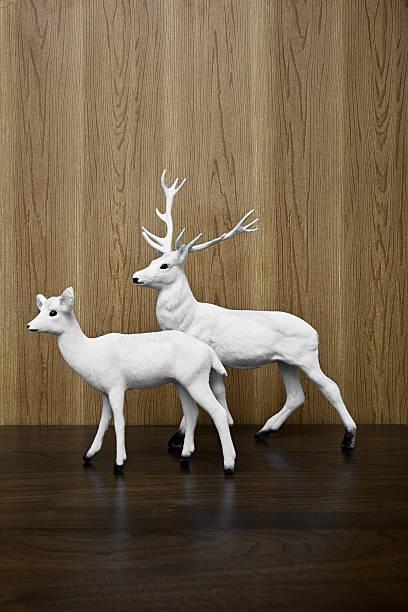Reindeer figurines:スマホ壁紙(壁紙.com)