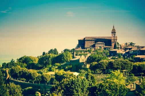 Italian Cypress「Town of Montalcino in Tuscany, Italy」:スマホ壁紙(15)