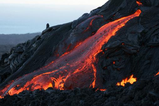 Volcano「hawaii - pahoehoe lava leaving lava tube」:スマホ壁紙(0)