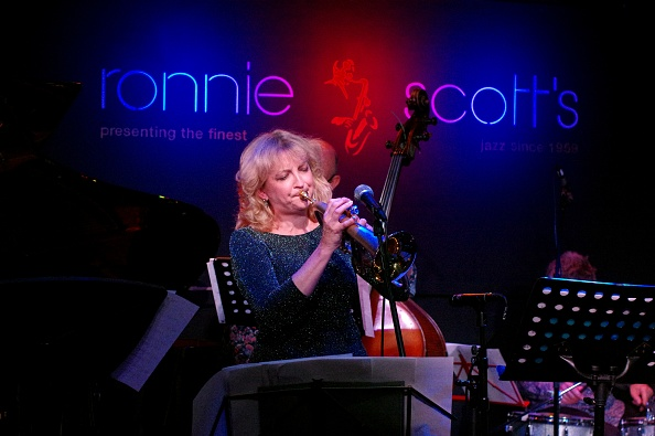 楽器「Sue Richardson, Ronnie Scotts, Soho, London, 5th June 2016」:写真・画像(8)[壁紙.com]