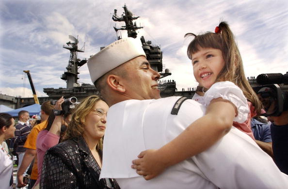 Army Soldier「USS Abraham Lincoln Arrives Home From Persian Gulf 」:写真・画像(10)[壁紙.com]