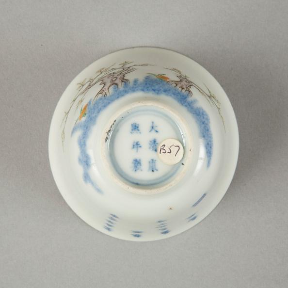Crockery「Underglaze blue month cup with polychrome enamelled decoration of a prunus tree」:写真・画像(4)[壁紙.com]