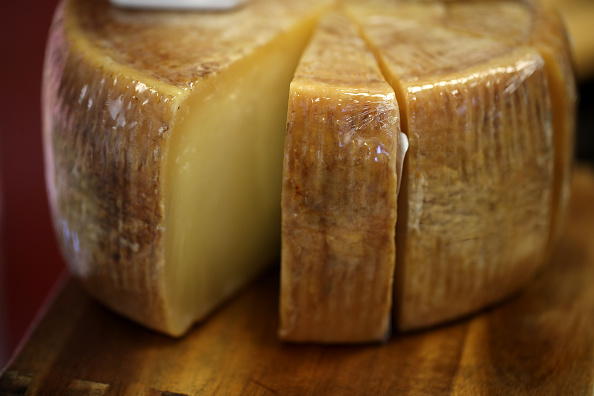 France「U.S. Proposes Tariffs On EU Products Such As Cheese, Olive Oil And Wine」:写真・画像(13)[壁紙.com]