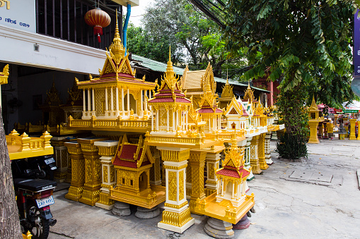 Motorcycle「In the grounds of Wat Prayuvong, the Prayuvong Buddha Factories is a neighbourhood of private workshops making cement Buddha's, nagas, stupa's and miniature temples.」:スマホ壁紙(13)
