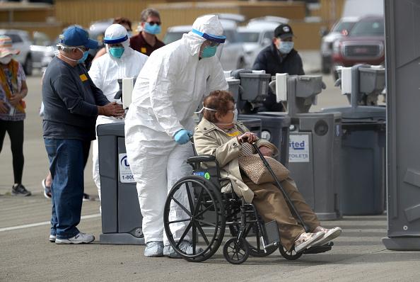 Ship「Cruise Ship With 21 Coronavirus Patients On Board Docks In Oakland」:写真・画像(8)[壁紙.com]