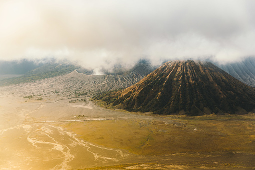 Active Volcano「Dramatic view of scenic sunrise above beautiful volcanic land at Bromo area in Indonesia」:スマホ壁紙(9)
