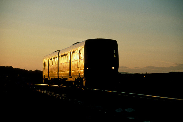 Back Lit「A dramatic view of a local train on the railway system in the UK.」:写真・画像(19)[壁紙.com]