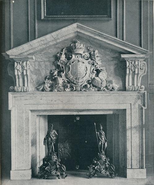 Dining Room「Carved Marble Chimneypiece by William Kent (1685-1748)」:写真・画像(11)[壁紙.com]