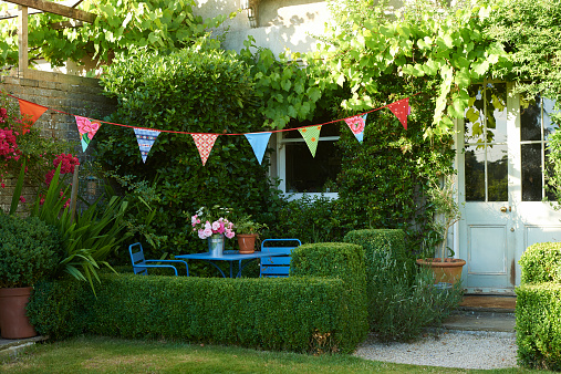 Bunting「Garden and bunting in summer」:スマホ壁紙(11)