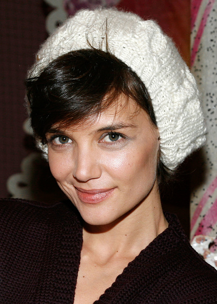 "Cream Colored Hat「Katie Holmes And Daughter Suri Visit ""The Nutcracker""」:写真・画像(10)[壁紙.com]"