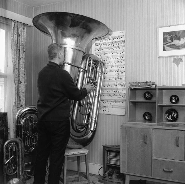 Scale「Large Tuba」:写真・画像(1)[壁紙.com]