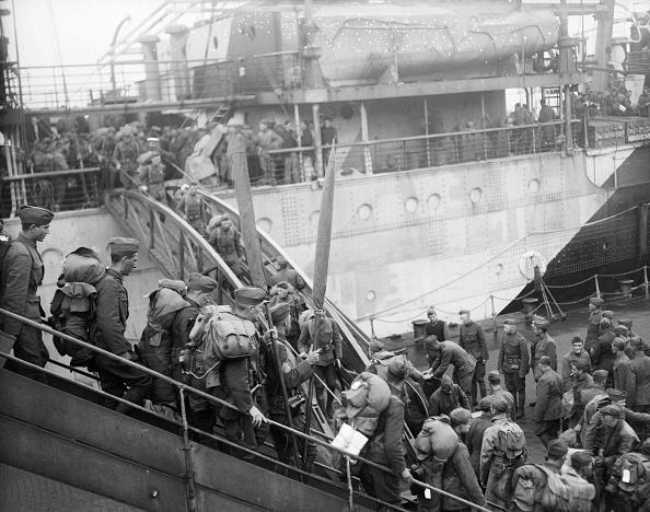 Disembarking「US Troops Arrive」:写真・画像(10)[壁紙.com]