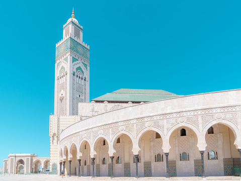 Morocco「Hassan II Mosque in Casablanca on the blue cloudless sky background.」:スマホ壁紙(7)