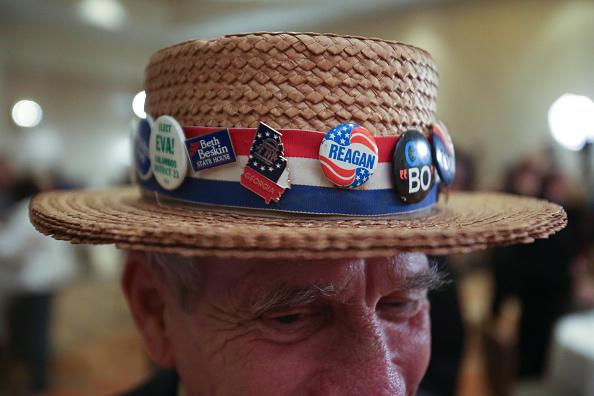 服装「Senate Hopeful David Perdue Gathers With Supporters On Election Night」:写真・画像(10)[壁紙.com]