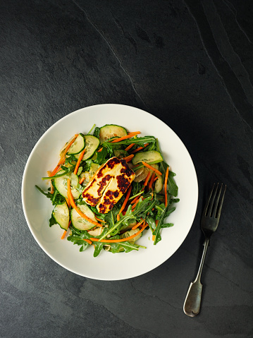 Fennel「Healthy fennel cucumber carrot slaw with grilled halloumi cheese」:スマホ壁紙(3)