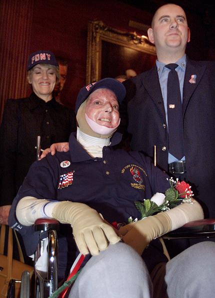 Baseball - Sport「WTC Burn Victim Leaves Hospital」:写真・画像(1)[壁紙.com]