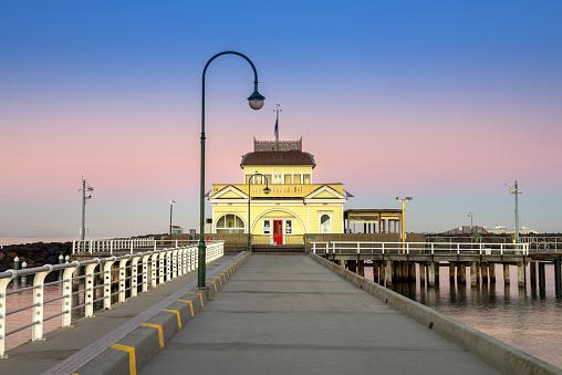 Melbourne Docklands「Iconic St Kilda Pavilion at the end of St Kilda Pier at dawn」:スマホ壁紙(7)