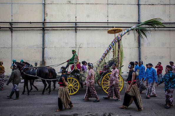 Grass Family「Cembengan Ritual Held At Madukismo Sugar Cane Factory」:写真・画像(2)[壁紙.com]