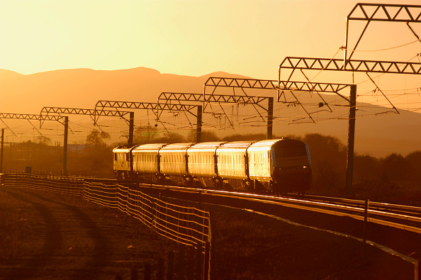 East Lothian「A ScotRail service headed by DVT 82112 catches the late afternoon sun as it leads an Edinburgh to North Berwick local service into Prestonpans. November 2004.」:写真・画像(19)[壁紙.com]