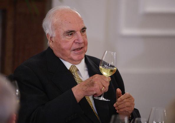 Drinking Glass「Koehler Hosts Dinner For Former Chancellor Kohl」:写真・画像(17)[壁紙.com]