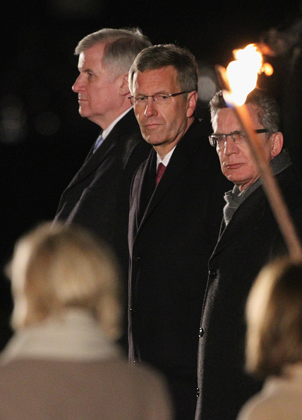 Approaching「Taps Ceremony For Christian Wulff」:写真・画像(19)[壁紙.com]