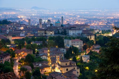 Bergamo「Bergamo at dusk, Lombardy, Italy」:スマホ壁紙(11)