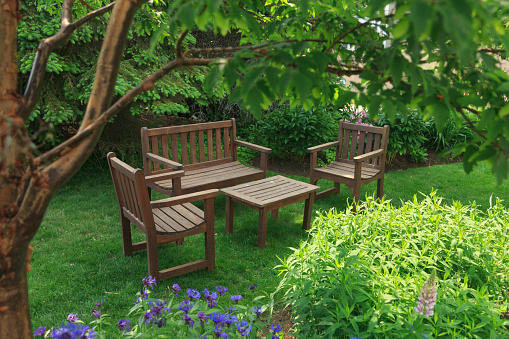 flower「Two Chairs and Bench Surrounded by Gardens」:スマホ壁紙(19)
