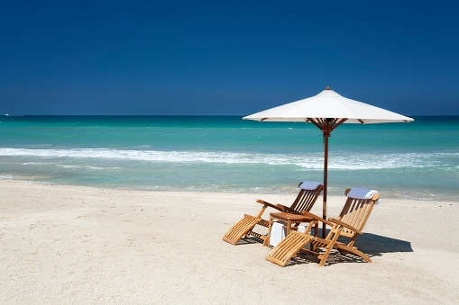 Parasol「two chairs with umbrella on a beach in Florida」:スマホ壁紙(1)