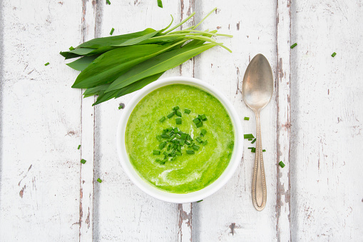 Vegetable Soup「Bowl of ramson soup garnished with chives and cream」:スマホ壁紙(13)