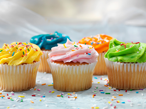 Birthday「Colorful Cupcakes with Candy Sprinkles」:スマホ壁紙(18)