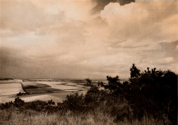 Overcast「From the Downs above Streatey, Berks, c1927, (1927)」:写真・画像(18)[壁紙.com]