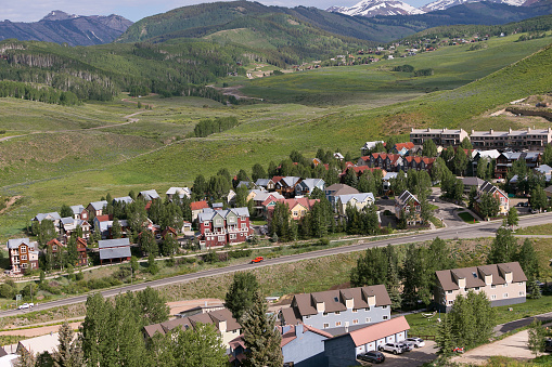 Inexpensive「Affordable neighborhood of mountain homes」:スマホ壁紙(14)