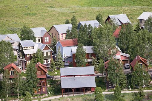 Inexpensive「Affordable neighborhood of mountain homes」:スマホ壁紙(8)