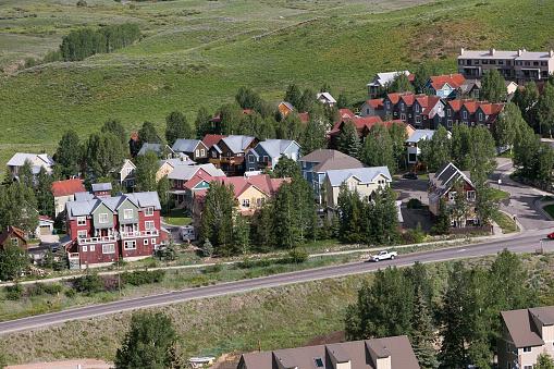 Inexpensive「Affordable neighborhood of mountain homes」:スマホ壁紙(4)