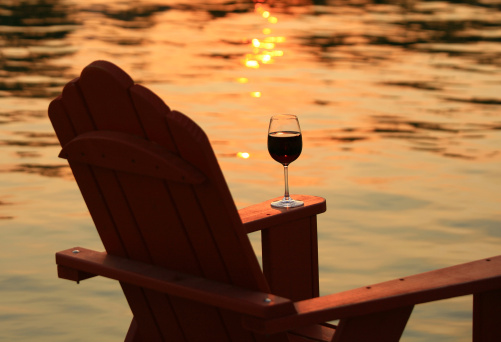 British Columbia「Adirondack Chair and Wine at Sunset By Lake」:スマホ壁紙(5)