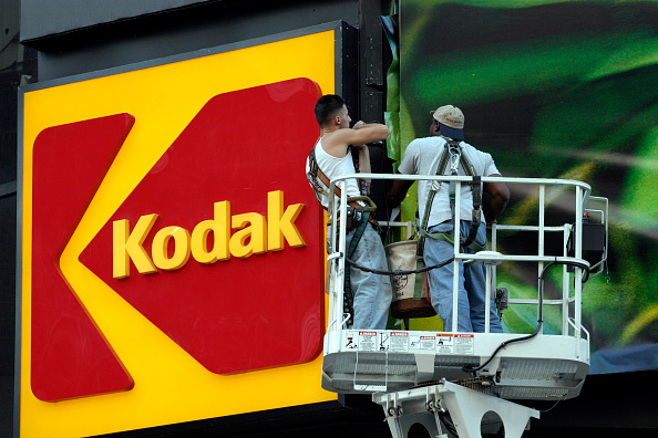 Business Finance and Industry「Economy USA, New York City: workers at the KODAK billboard at Times Square」:写真・画像(11)[壁紙.com]