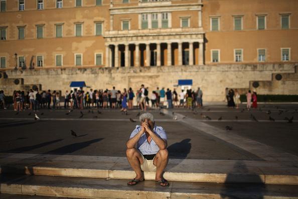 Finance「Greeks Demonstrate After Eurozone Debt Deal」:写真・画像(11)[壁紙.com]