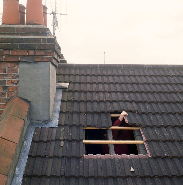 Empty「Loft conversion Cutting a hole in the roof for a new window」:写真・画像(6)[壁紙.com]