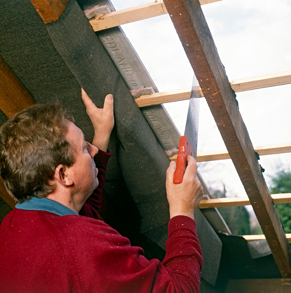 Cutting「Loft conversion Cutting a hole in the roof for a new window」:写真・画像(6)[壁紙.com]